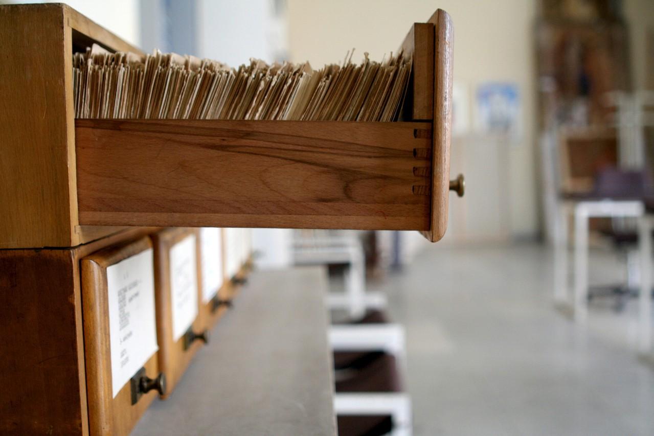 Bejce i lakiery – jak konserwować drewniane meble?