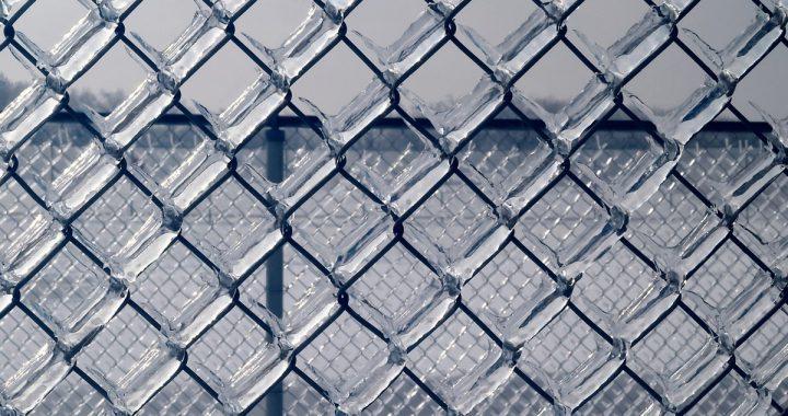 Zabezpieczenie placu budowy i materiałów budowlanych przed zimą