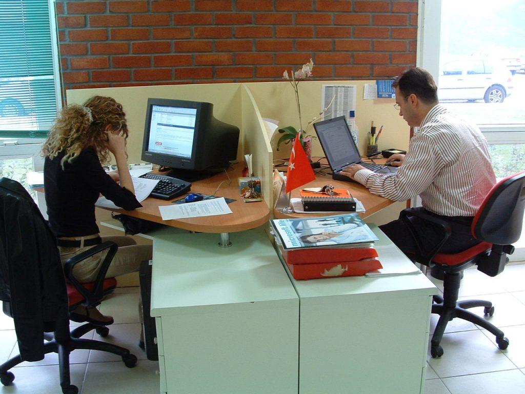 Jak zagospodarować przestrzeń biurową, aby zwiększyć efektywność pracowników?