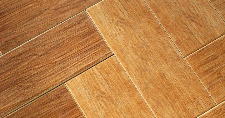 Listwy styropianowe czy drewniane?